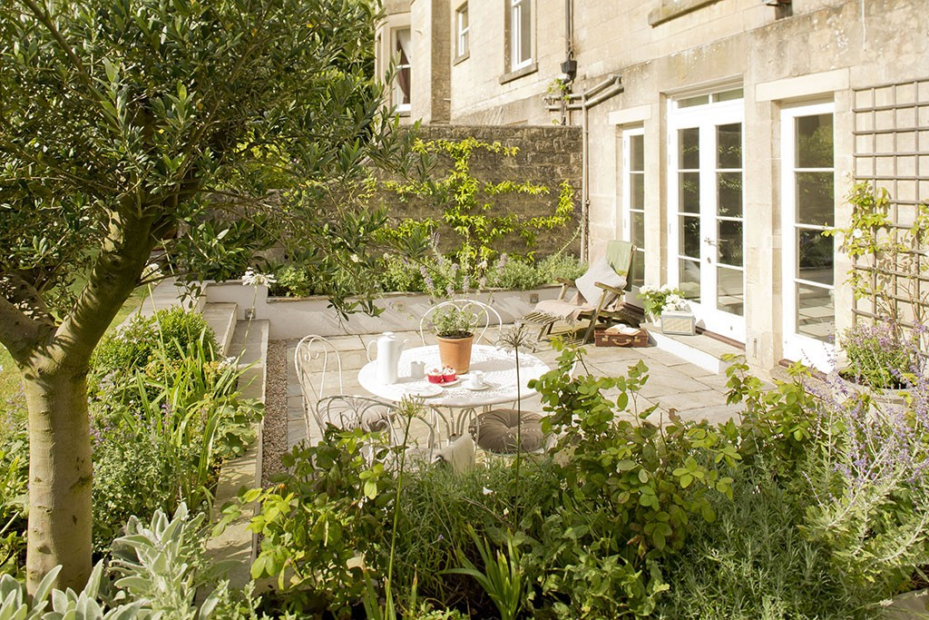 Vintage Style Garden Design In Bath